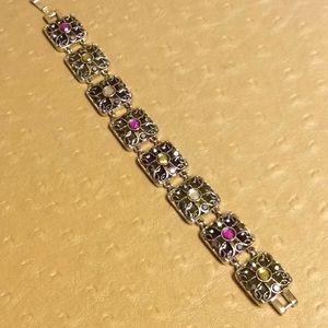 😍Antique Gold Tone Bracelet With Faux Stones😍